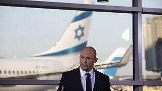 Israels Ministerpräsident Naftali Bennett vor Journalisten am Ben Gution Airport, 22.06.2021