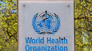 Dünya Sağlık Örgütü'nün İsviçre'nin Cenevre kentindeki genel merkezinin girişi