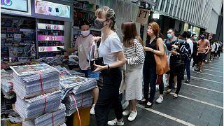 تصاویری از وداع شهروندان هنگکنگ با آخرین روزنامه هوادار جنبش دموکراسیخواهی
