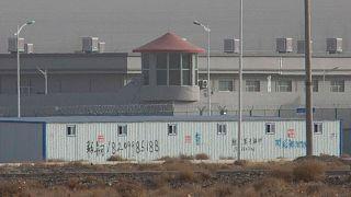 یکی از مراکزی که گمان میرود اردوگاه کار اجباری در استان سینکیانگ باشد