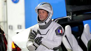A francia Thomas Pesquet, az Európai Űrügynökség űrhajósa várakozik a kilövés előtt a floridai Cape Canaveral űrközpontban 2021. április 23-án