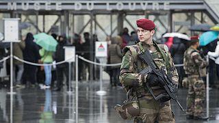 A késes támadás után a Louvre múzeumnál Párizsban - 2017. február 4.