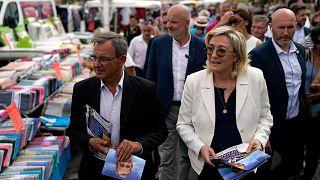 17 يونيو 2021 زعيمة حزب التجمع الوطني اليميني المتطرف مارين لوبان ومرشح حزب التجمع الوطني في الانتخابات الإقليمية،سيكس فور ليه بلاج جنوب فرنسا، 17 يونيو 2021