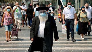 İsrail'de kapalı alanlarda maske zorunluğu getirildi