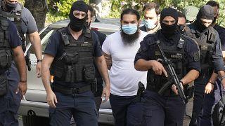 Yunanistan-Asit saldırısı düzenleyen papaz