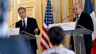 وزير الخارجية الأميركي أنتوني بلينكن في مؤتمر صحافي مشترك مع نظيره الفرنسي جان إيف لودريان