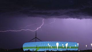 UEFA, Münih Belediyesi'nin Allianz Arena Stadı'nı gökkuşağı renkleri ile aydınlatmasına izin vermedi