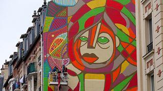 صورة للوحة جدارية في باريس