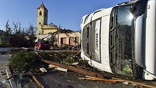 Dégâts causés par une tornade qui a frappé jeudi le village de Moravska Nova Ves (Rép. tchèque) - photo du 25/06/2021