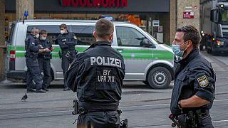 Rendőrök a würzburgi késes támadás után a belvárosban, 2021. június 26.
