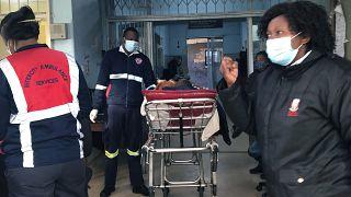 مصاب بكورونا في إحد مستشفيات جنوب إفريقيا