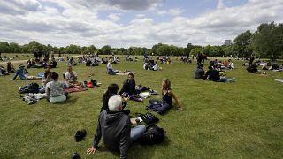بريطانيون في حديقة هايد بارك بلندن