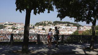 Einer der beliebtesten Aussichtspunkte in der Altstadt von Lissabon am vergangenen Freitag. Andrang sieht anders aus