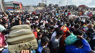 Milhares de pessoas tentaram fugir de Daca antes do confinamento total