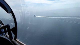 صورة نشرتها وزارة الدفاع الروسية للمدمرة البريطانية إتش إم إس ديفندر خلال عبورها بجانب القرم
