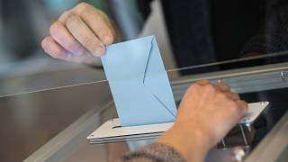 Un'astensione record batte Marine Le Pen alle elezioni regionali francesi