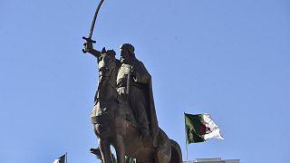 تمثال للقائد الجزائري التاريخي الأمير عبد القادر