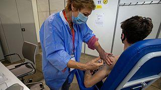 """هل سينجز الاتحاد الأوروبي وعده بـ""""تطعيم 70% من الأشخاص بحلول نهاية يوليو؟"""