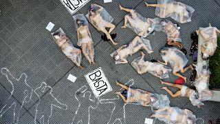 متظاهرات احتجاجًا على العنف ضد المرأة في بوينس آيرس في الأرجنتين.