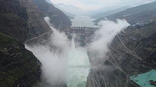 ثاني أضخم سد يشغل محطة كهرومائية في العالم يبدأعمله في الضين