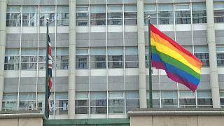سفارات غربية ترفع أعلام فخر المثلية في روسيا