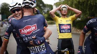 Бельгиец Тим Мерлье принимает поздравления