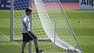 Jogi Löw: Nachdenk´lich, aber optmistisch beim Abschlusstraining vor dem England-Spiel