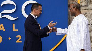 Il ministro degli Esteri italiano, Luigi Di Maio, accoglie il suo omologo nigeriano a Bari