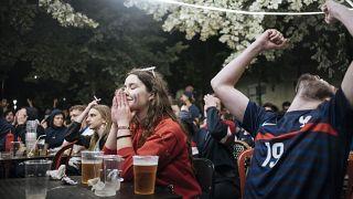 Des supporters français suivent le match France-Suisse, le 28 juin 2021, Paris, France