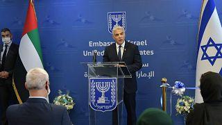 وزير الخارجية الإسرائيلي يائير لابيد خلال افتتاح السفارة الإسرائيلية في أبو ظبي، الإمارات العربية المتحدة الثلاثاء، 29 يونيو 2021.