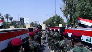 الحشد الشعبي خلال جنازة رمزية في بغداد يشيع جثامين عناصره الذين قتلوا في غارة جوية أمريكية على الشريط الحدودي السوري العراقي. 2021/06/29