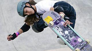 Lilly Stoephasius con il suo skateboard