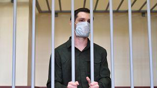 Trevor Reed dietro le sbarre durante il processo