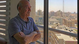محامي حقوق الإنسان الفلسطيني راجي الصوراني في مكتبه في غزة في 23 يونيو 2021