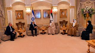 وزير الدولة الإماراتي أحمد علي الصايغ ووزير الخارجية الإسرائيلي يائير لابيد خلال اجتماع في أبو ظبي، الإمارات العربية المتحدة ، الثلاثاء 29 يونيو 2021يونيو