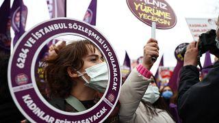 İstanbul sözleşmesinde çekilme kararına karşı protesto (Arşiv)
