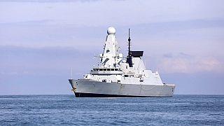 Rusya'nın uyarı ateşi açtığı İngiliz HMS Defender (Arşiv)