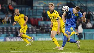 Így fejelte Dovbik a győztes gólt.