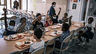 La mairie de Lyon veut mettre en place des repas 100% bio, 50% locaux dans les cantines scolaires