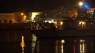 Migranti arrivano a Lampedusa