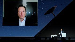 يلقي إيلون ماسك كلمة رئيسية عن طريق مؤتمر الفيديو في معرض برشلونة للأجهزة المحمولة، 29 يونيو 2021