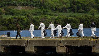 Los 18 cubanos interceptados intentando llegar a suelo estadounidense durante su repatriación.