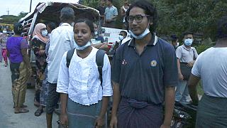 Myanmarlı gazeteciler Kay Son Nway (solda) ve Ye Myo Khant (sağda) serbest bırakıldı
