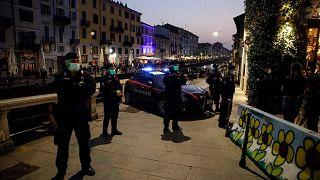 ضباط شرطة إيطاليون في ميلانو، إيطاليا، السبت 27 فبراير 2021