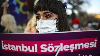 Az Isztambuli Egyezmény mellett tüntetők, 2021, Isztambul, Törökország