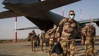 الجنود الفرنسيون التابعون لقوة برخان في مالي يستعدون للعودة إلى قواعدهم في فرنسا.