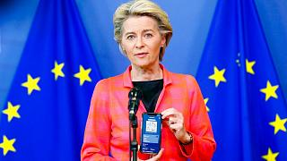 معرفی گذرنامه مسافرتی کووید۱۹ از سوی ارزولا فن در لاین، رئیس کمیسیون اروپا