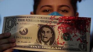 Ferreira Dias é acusado de ter exigido um dólar por cada dose de vacina comprada