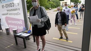 Очеередь в центр вакцинации от COVID-19 в Парке Горького в Москве