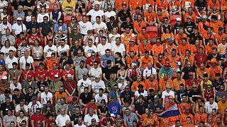 Szurkolók a Hollandia - Csehország mérkőzésen a budapesti Puskás Arénában